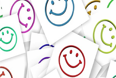 Image of 'happy face' stickers signifying happy end-users in IT service negotiations.