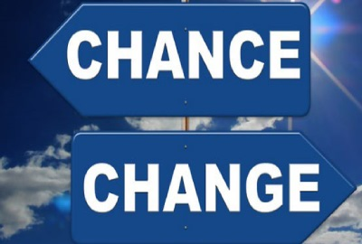 Image of two arrows pointing in opposite directions labeled 'Change' and 'Chance' signifying the need for project change management.